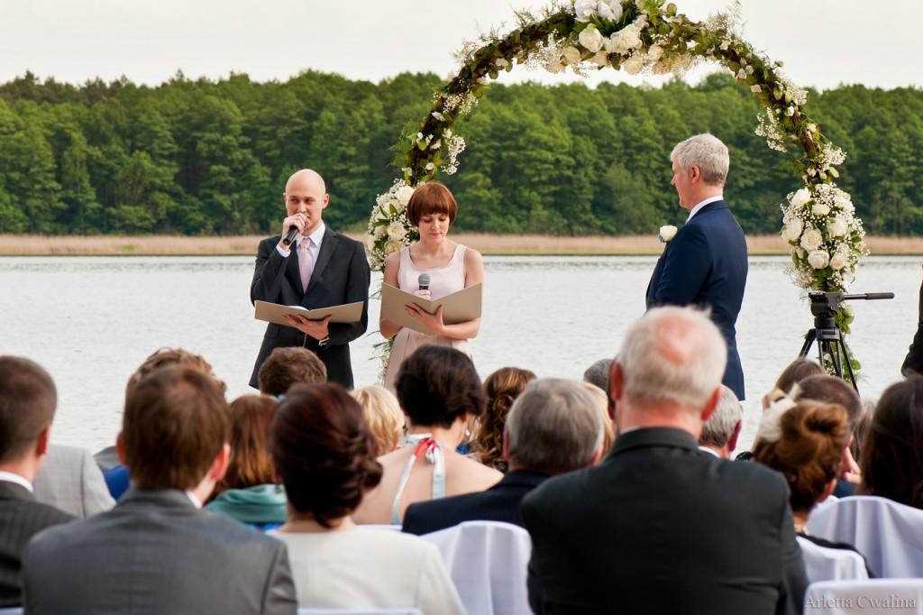 Tłumaczenie na angielski podczas ślubu humanistycznego